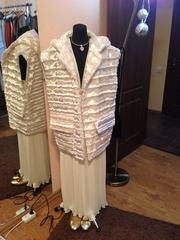 Белый меховой свадебный жилет